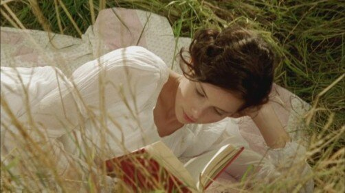 "Felicity Jones som Catherine Morland i ""Northanger Abbey"""